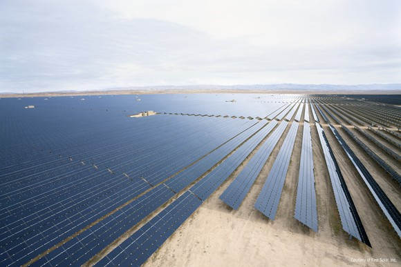 first-solar-cstste_pv-plant-fixed_3x7c3708_ca_x_large